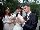 Анюта и Женечка ,запускают голубей